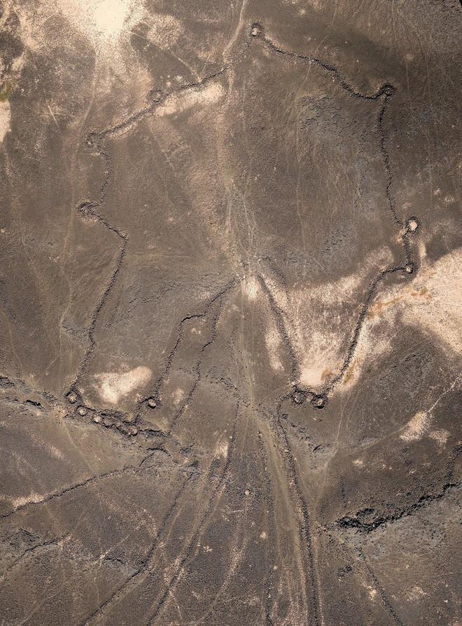 Khắp Trung Đông, hàng ngàn cánh diều khổng lồ có niên đại tới cả 9.000 năm nằm rải rác khắp nơi - Ảnh 3.