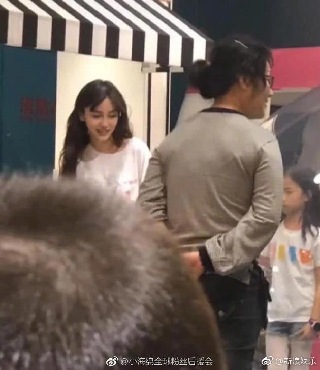 Giữa tin đồn ly hôn Huỳnh Hiểu Minh, nụ cười và niềm hạnh phúc bên con của Angela Baby gây xúc động - Ảnh 6.