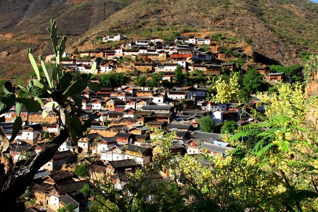 Lặng ngắm ngôi làng cổ yên bình, rất ít người biết đến trên vách đá khổng lồ tại Trung Quốc: Một lần tới Bảo Sơn, cả đời ấn tượng khó quên! - Ảnh 6.