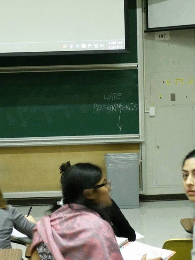 Những thầy cô giáo tận tâm, hài hước nhưng vẫn đủ quái chiêu khiến học sinh sợ tái mào - Ảnh 13.