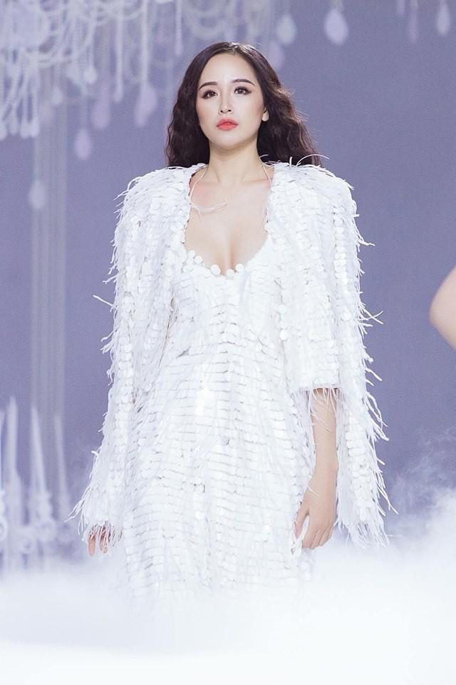 Lý do khiến Hoa hậu Mai Phương Thúy liên tục diện đồ gợi cảm - Ảnh 1.