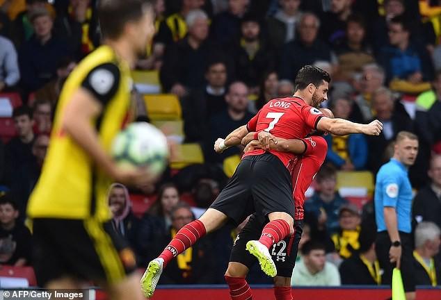 Tinh quái và tinh tế, sát thủ 32 tuổi lập kỷ lục Premier League chỉ sau 7,69 giây - Ảnh 2.