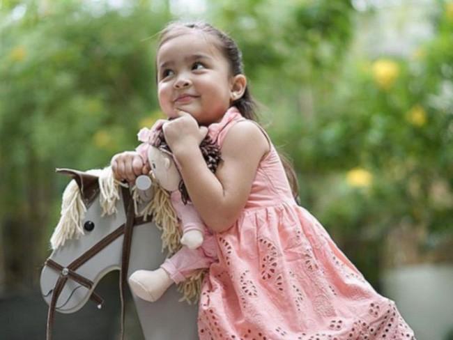 Con gái đầu lòng của mỹ nhân đẹp nhất Philippines càng lớn càng xinh đẹp, mới hơn 3 tuổi đã được dự đoán là Hoa hậu tương lai - Ảnh 6.