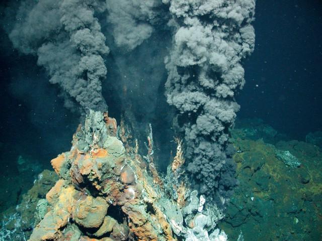 Tháp hồng soi bóng hồ gương dưới đáy biển: Kỳ quan tuyệt đẹp mới được tìm ra tại California - Ảnh 3.