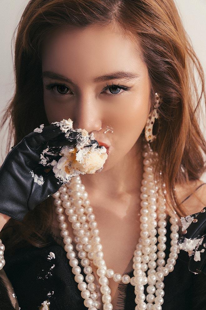 Elly Trần tung loạt ảnh gợi cảm với đồ ăn - Ảnh 8.