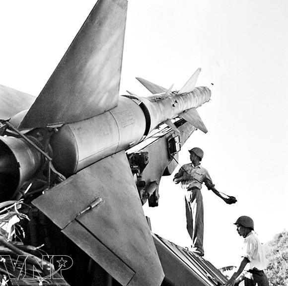Ký ức của chuyên gia quân sự Liên Xô về trận đầu bắn rơi 4 máy bay Mỹ bằng 3 quả tên lửa ở Việt Nam - Ảnh 2.