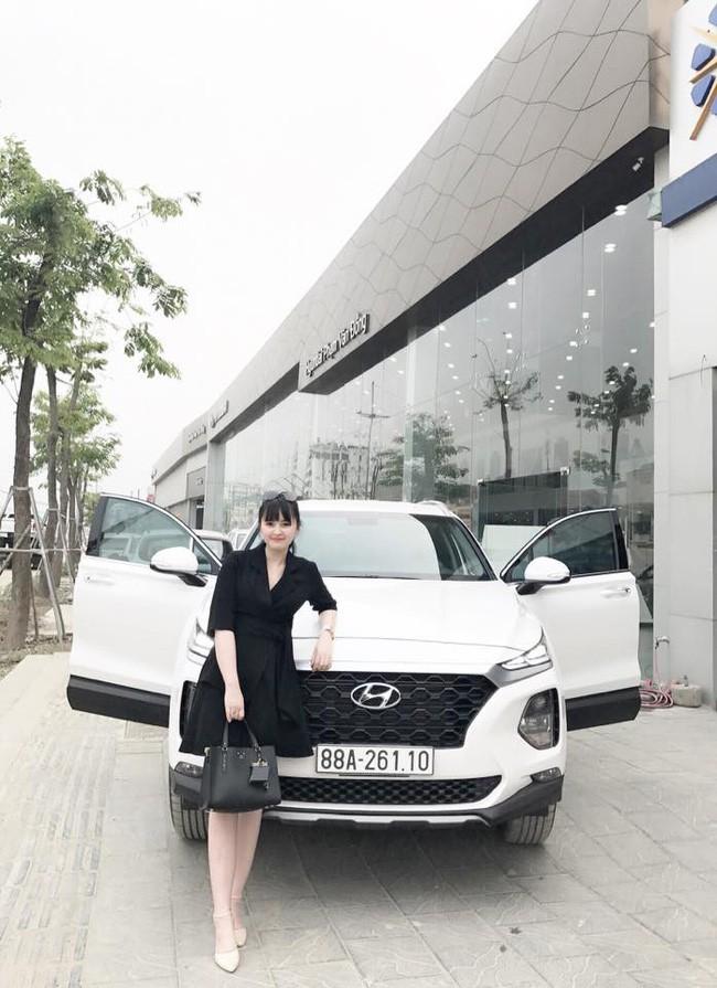27 tuổi đã có công ty riêng, mẹ nuôi 9X của em bé Lào Cai tậu được cả ô tô tiền tỷ khiến bao người trầm trồ - Ảnh 1.