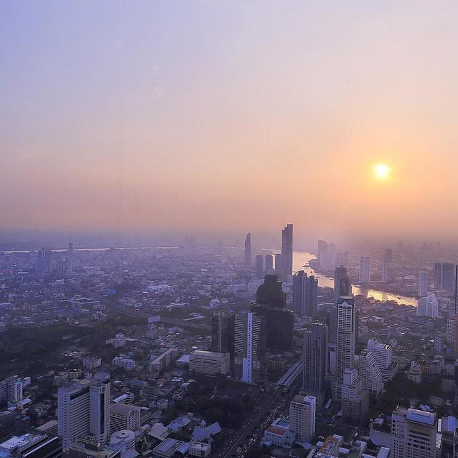 Dân tình hốt hoảng với sàn kính cao ở độ cao trên 300m ngắm trọn cảnh thủ đô Bangkok - Ảnh 3.