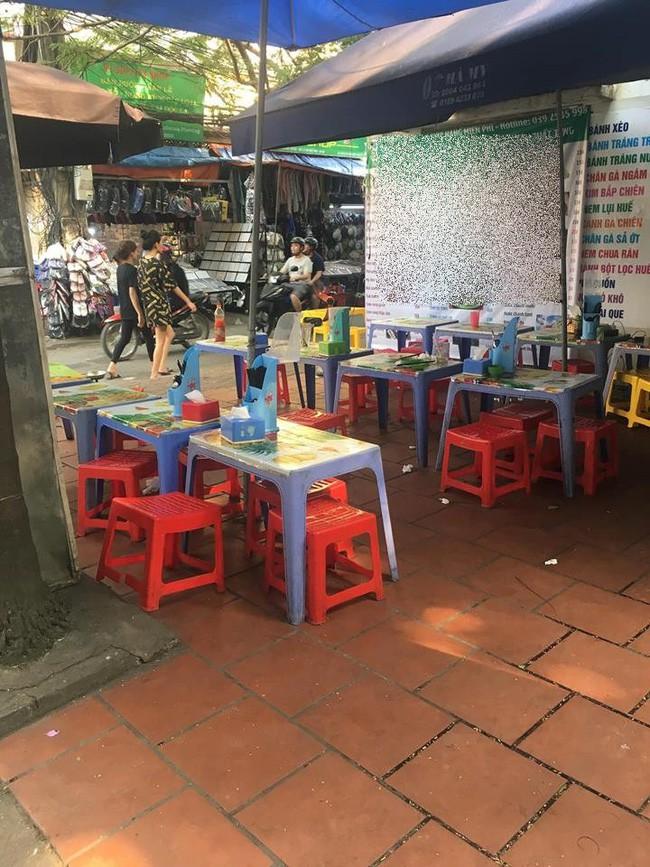 Háo hức ăn phở cuốn trong khu ăn vặt nổi tiếng Hà Nội, cô nàng tức nghẹn vì đĩa bánh mỏng dính như tờ giấy, rắc thêm vài hột thịt nạc - Ảnh 3.