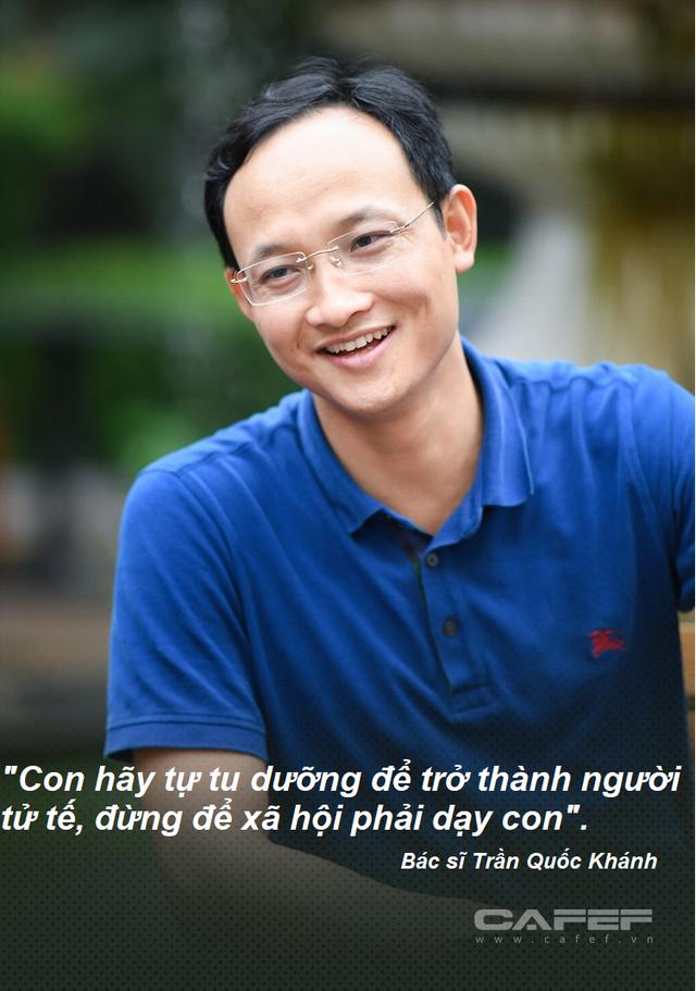 Bài học làm người bác sĩ BV Việt Đức gửi con trai: Cha mẹ chỉ để lại cho con kiến thức, trí tuệ và lòng yêu thương. Con hãy tự tu dưỡng để trở thành người tử tế, đừng để xã hội phải dạy con - Ảnh 3.