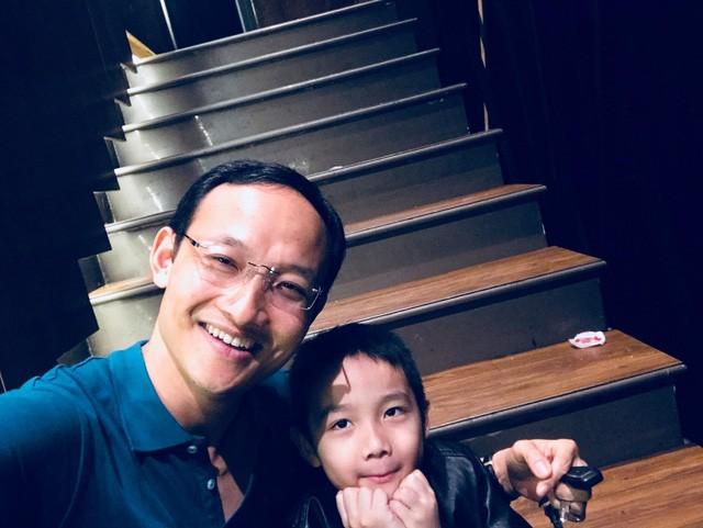 Bài học làm người bác sĩ BV Việt Đức gửi con trai: Cha mẹ chỉ để lại cho con kiến thức, trí tuệ và lòng yêu thương. Con hãy tự tu dưỡng để trở thành người tử tế, đừng để xã hội phải dạy con - Ảnh 4.