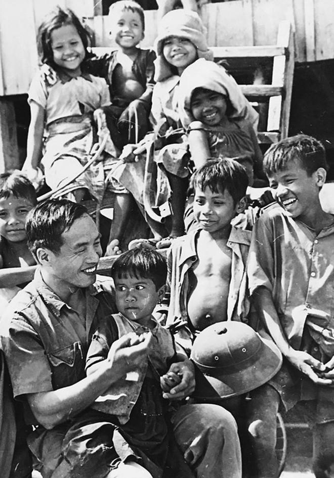Chiến trường K: Thành phố chết Kratie ghê rợn và trận đụng độ với... 2 con voi của lính tình nguyện Việt Nam - Ảnh 1.