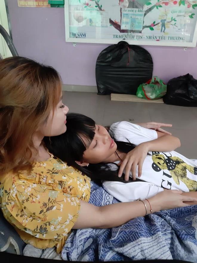 Nghệ sĩ Lê Bình sức khỏe chuyển biến xấu, phải chuyển vào phòng cách ly và tâm sự của con gái khiến dân mạng rơi nước mắt - Ảnh 1.
