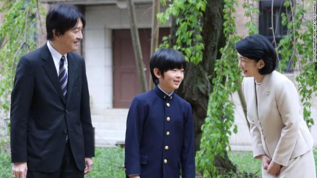 Từng có đến 6 nữ hoàng trị vì trong lịch sử, vì sao phụ nữ hoàng gia Nhật ngày nay không được phép kế vị, chịu áp lực hà khắc nơi cấm cung? - Ảnh 1.