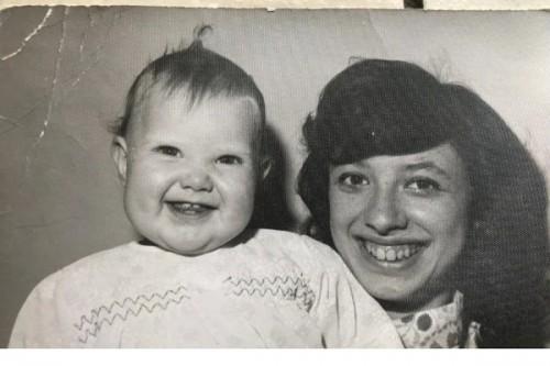 Hãi hùng bà mẹ cất giữ xác 4 đứa con chết non trong tủ quần áo suốt 20 năm - Ảnh 1.