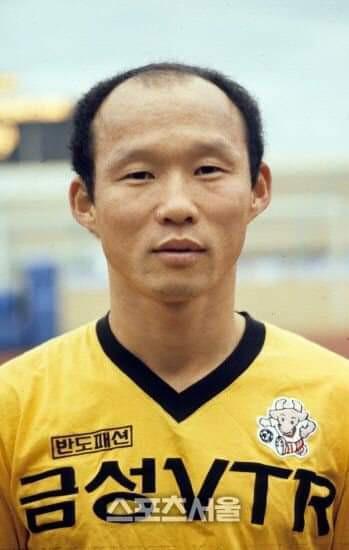 Báo Hàn Quốc đăng chùm ảnh độc về HLV Park Hang-seo thời quần đùi, áo số - Ảnh 4.