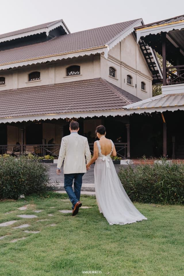 Toàn cảnh đám cưới được giấu kín của chồng cũ diva Hồng Nhung và diễn giả người Myanmar - Ảnh 2.