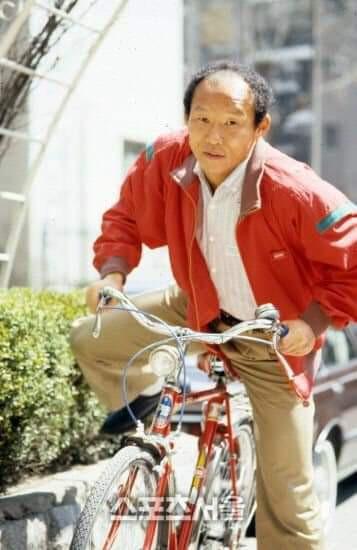 Báo Hàn Quốc đăng chùm ảnh độc về HLV Park Hang-seo thời quần đùi, áo số - Ảnh 7.