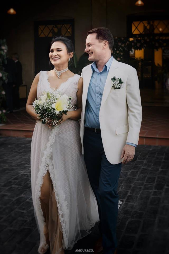 Chồng Tây của diva Hồng Nhung bất ngờ lấy vợ mới sau nửa năm ly hôn - Ảnh 1.