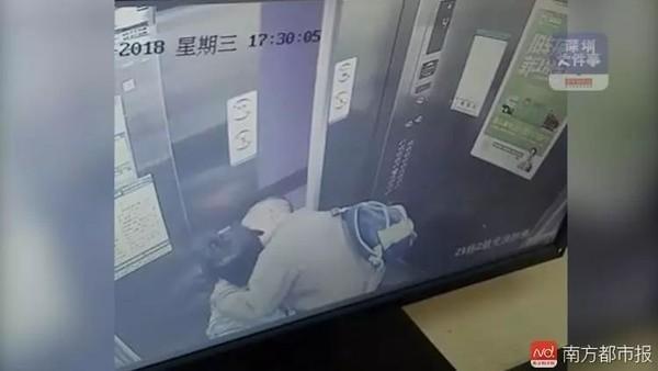 Những kẻ biến thái cưỡng hôn trẻ em trong thang máy gây phẫn nộ ở Trung Quốc - Ảnh 2.