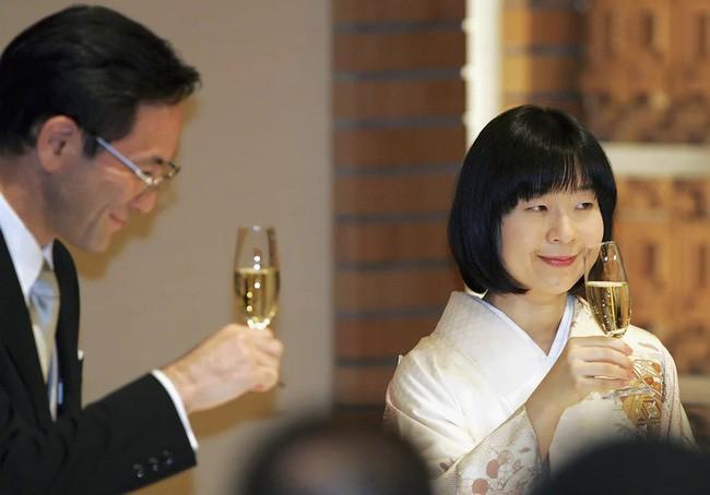 Công chúa Sayako: Chấp nhận từ bỏ cuộc sống cá chậu chim lồng trong cung điện chạy theo chàng trai mồ côi khiến nước Nhật nể phục - Ảnh 7.