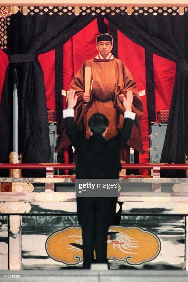 Hôm nay Nhật hoàng Akihito chính thức thoái vị, cùng nhìn lại những khoảnh khắc không thể nào quên khi ông đăng quang 30 năm trước - Ảnh 11.
