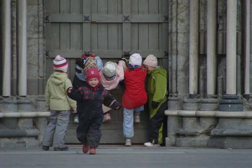 Bí quyết dạy trẻ của cha mẹ Bắc Âu mà thế giới cần học hỏi: Điều đầu tiên, không mua quá nhiều đồ chơi cho con - Ảnh 4.