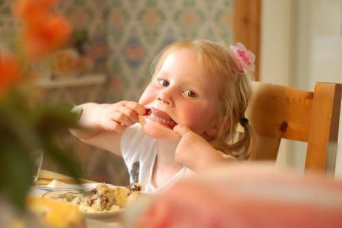 Bí quyết dạy trẻ của cha mẹ Bắc Âu mà thế giới cần học hỏi: Điều đầu tiên, không mua quá nhiều đồ chơi cho con - Ảnh 6.