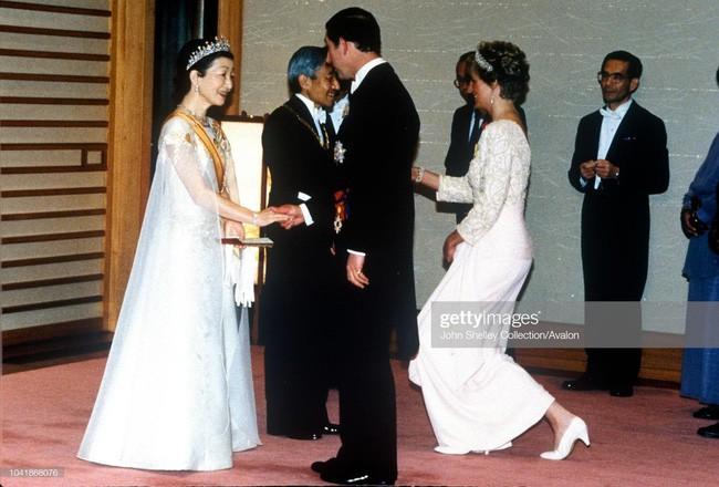 Hôm nay Nhật hoàng Akihito chính thức thoái vị, cùng nhìn lại những khoảnh khắc không thể nào quên khi ông đăng quang 30 năm trước - Ảnh 6.