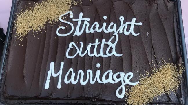 14 năm đấu tranh không mệt mỏi mới ly dị được chồng, người phụ nữ hạnh phúc mở bữa tiệc ly hôn to hơn cả đám cưới để ăn mừng - Ảnh 7.