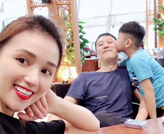 Chồng doanh nhân lớn hơn 12 tuổi, ngại lộ diện trước đám đông của Lã Thanh Huyền là ai? - Ảnh 7.