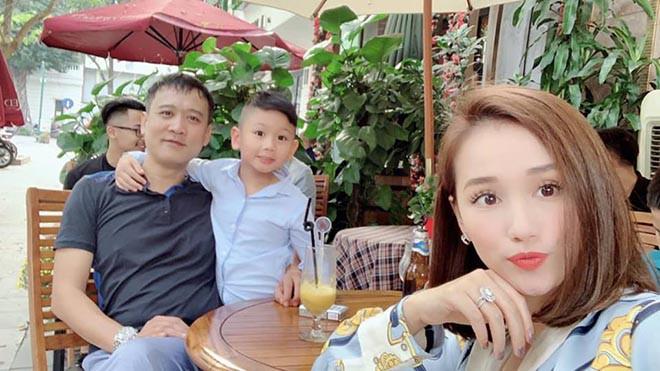 Chồng doanh nhân lớn hơn 12 tuổi, ngại lộ diện trước đám đông của Lã Thanh Huyền là ai? - Ảnh 6.