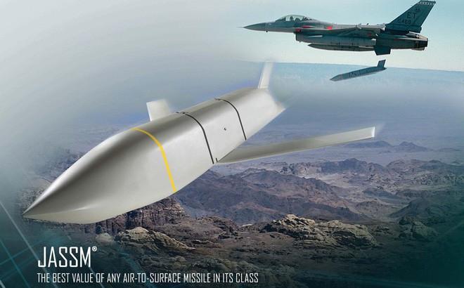 Tiêm kích J-16 Trung Quốc bội phần nguy hiểm nhờ sao chép tên lửa Mỹ? - Ảnh 1.