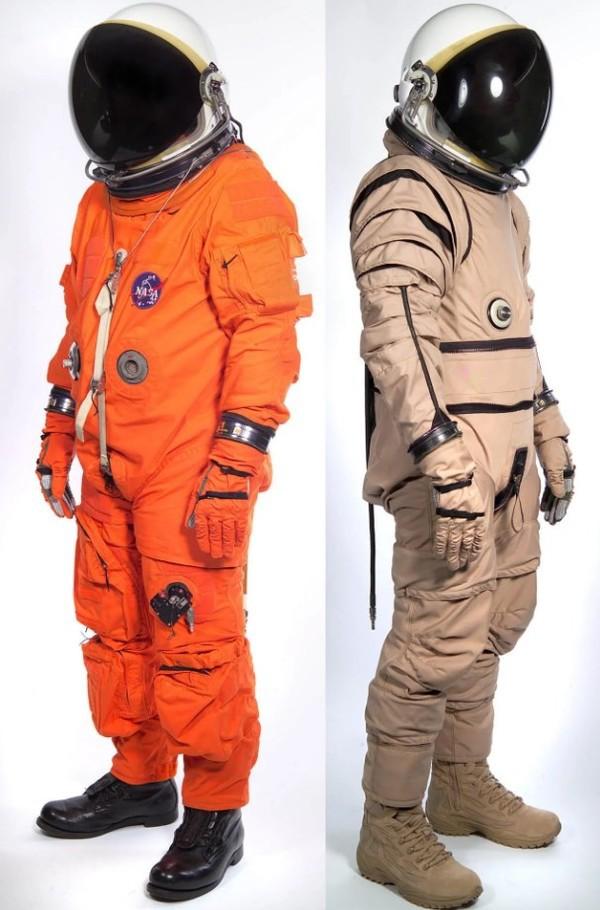 Lý giải nguyên nhân bộ đồ du hành vũ trụ có 2 màu cam và trắng - Ảnh 1.