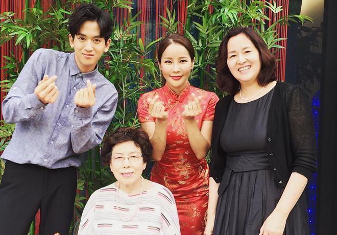 Hôn nhân của Hoa hậu World Cup và mỹ nam kém 17 tuổi: Áp lực vì lấy chồng đáng tuổi cháu - Ảnh 13.