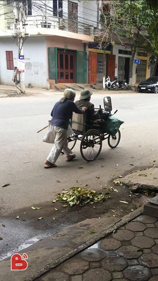 Đôi vợ chồng già tàn tật nhặt ve chai trên đường và câu trả lời bất ngờ khi được cho tiền - Ảnh 2.