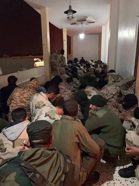 Lò lửa Libya chính thức bùng nổ - Chiến tranh lan rộng khắp, LHQ sơ tán khẩn cấp - Ảnh 6.