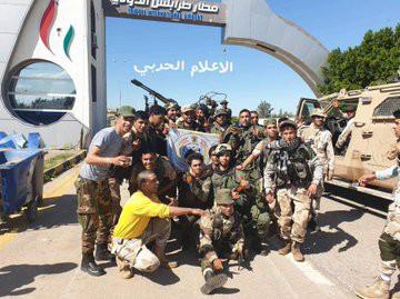 Lò lửa Libya chính thức bùng nổ - Chiến tranh lan rộng khắp, LHQ sơ tán khẩn cấp - Ảnh 19.