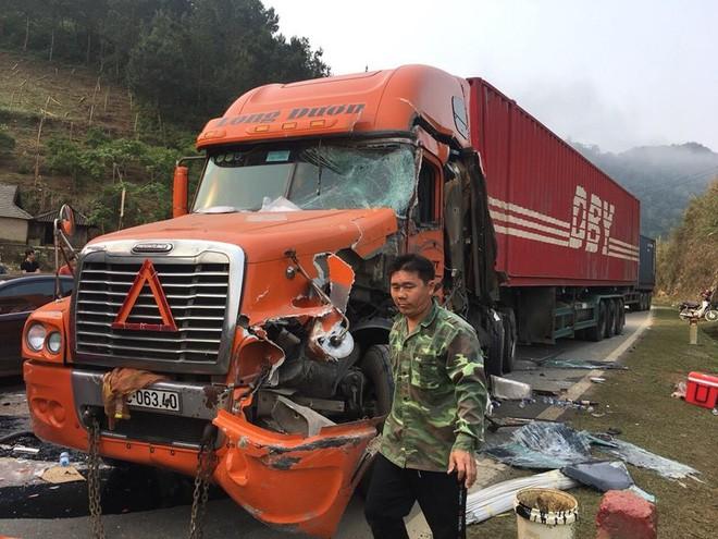 Xe khách biển Lào đấu đầu xe container khiến tài xế gãy chân, quốc lộ 6 ùn tắc kéo dài - Ảnh 6.