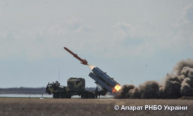 Tàu chiến Nga hãy đợi đấy: Ukraine bắn thử thành công tên lửa bờ mới - Niềm tự hào lớn! - Ảnh 4.