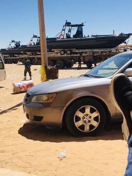 Lò lửa Libya chính thức bùng nổ - Chiến tranh lan rộng khắp, LHQ sơ tán khẩn cấp - Ảnh 25.