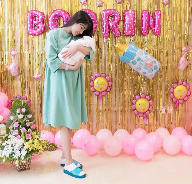 Con gái Diệp Lâm Anh hơn 5 tháng tuổi: Ngày càng bụ bẫm, đáng yêu - Ảnh 4.