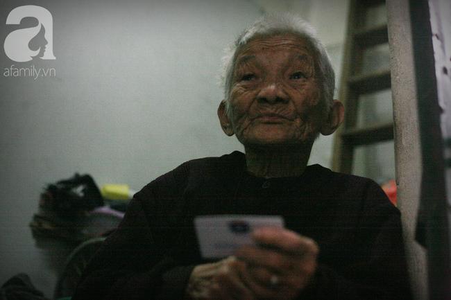 Xót cảnh cụ bà 84 tuổi, hàng ngày phải đẩy xe đi bán kẹo và tâm nguyện cuối cùng trước khi chết - Ảnh 10.