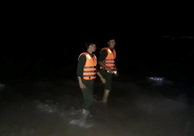 Tìm thấy thi thể nam thanh niên mất tích sau khi cứu 2 nữ sinh đuối nước - Ảnh 1.