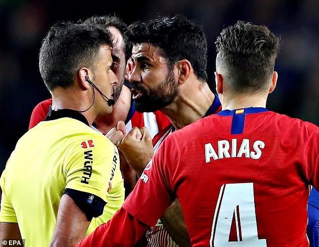 Xúc phạm, chửi rủa mẹ trọng tài, Diego Costa sẽ bị treo giò hết mùa? - Ảnh 1.