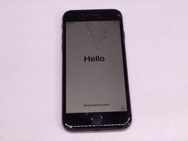 YouTuber mua iPhone 8 đã hỏng với giá 200 USD, sửa xong đẹp không khác gì hàng mới 750 USD - Ảnh 1.