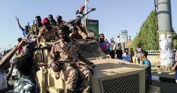 """Tiếp tay Saudi """"đốt nhà người khác"""", lửa lan sang Liên minh can thiệp Yemen ra sao? (P1) - Ảnh 7."""