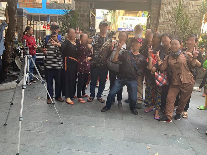 Hinh ảnh từng gây bức xúc tại đám tang diễn viên Anh Vũ ( ảnh: internet)