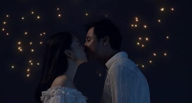 Nàng dâu order tập 1: Chưa có phim truyền hình Việt nào mà mới mở màn, cặp đôi chính đã hở ra là hôn thế này! - Ảnh 1.