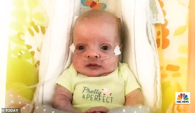 Nữ y tá nhận nuôi một thiên thần bị bỏ rơi mà cô đã hết lòng chăm sóc: Sau 553 ngày yêu thương nhau, từ giờ chúng ta sẽ là mẹ con - Ảnh 1.